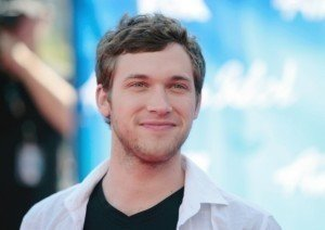 'Idol' Winner Phillip Phillips Sets Record, Nearly Ousts Kelly Clarkson with 'Home'