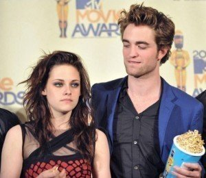 Robert Pattinson Turns the Tables on K-Stew. Finally.
