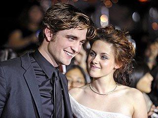 Kristen Stewart  on Urges Robert Pattinson And Kristen Stewart To Host  Snl    Yidio News